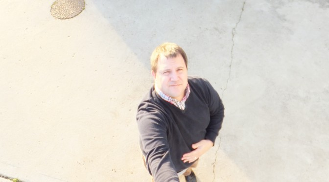 the gadget man episode 25 autographs celebrity selfies and selfie sticks. Black Bedroom Furniture Sets. Home Design Ideas